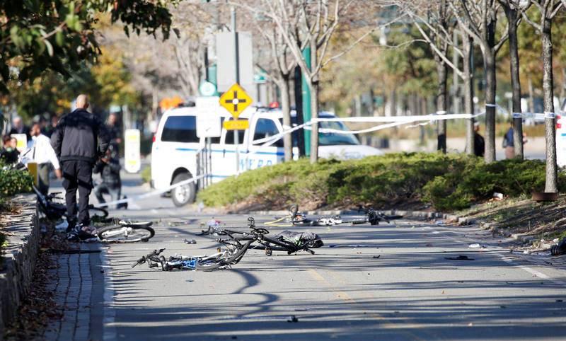 Varias bicicletas destrozadas en la avenida de Manhattan