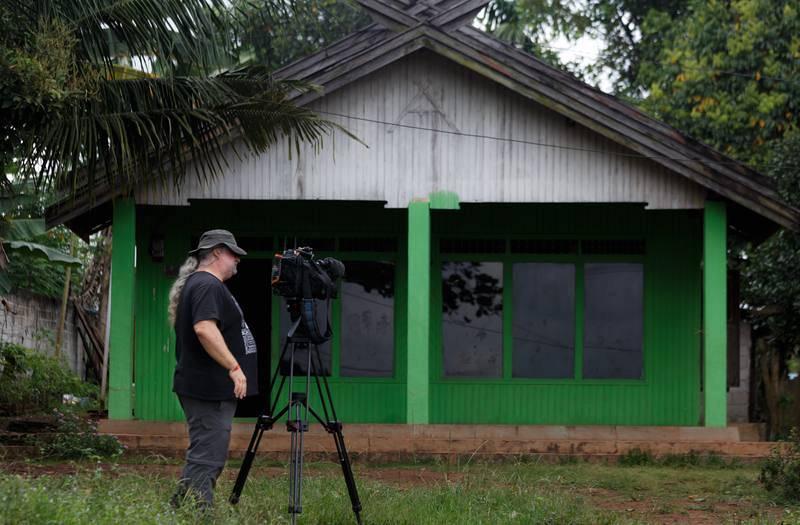 Rodaje en casa de Suhing, típica construcción dayak