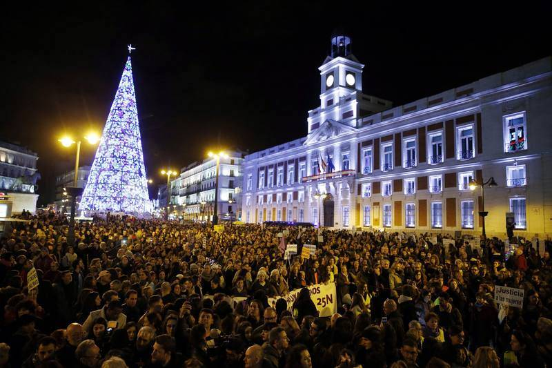 Miles de personas se manifiestan en Madrid exigiendo eliminar la violencia contra las mujeres