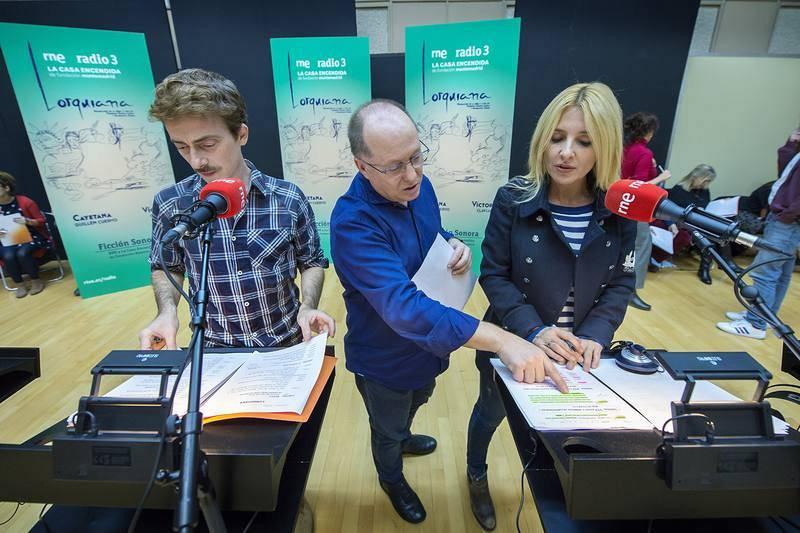 Benigno Moreno, dando indicaciones a Víctor Clavijo y Cayetana Guillén Cuervo.