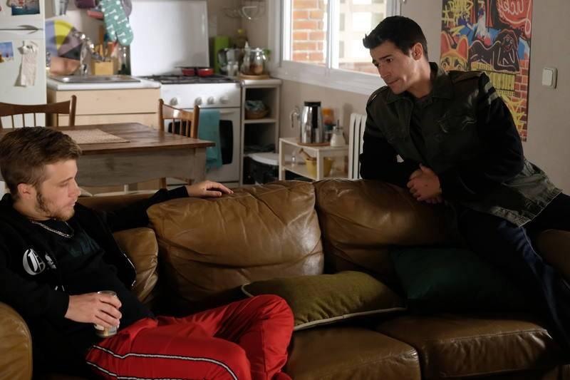 Rober le pide matrimonio a Alicia