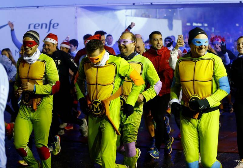 Participantes en la carrera popular disfrazados de torugas ninja.