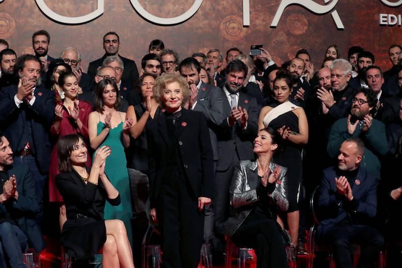 La actriz Marisa Paredes, Goya de Honor en la 32 edición de los premios Goya, posa junto a los nominados en la tradicional fiesta celebrada esta tarde en la Real Casa de Correos de la Puerta del Sol.