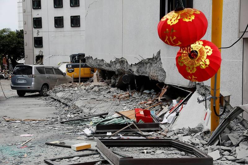 Hotel dañado por el seísmo en Hualien. El hotel Tongshuai es uno de los edificios más dañados, donde se han derrumbado los tres primeros pisos.