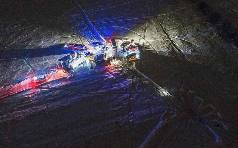 Los servicios de emergencia desplegados en el lugar del accidente