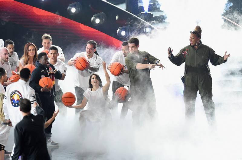 Kevin Hart, Adam DeVine y Queen Latifah actúan en el Staples Center.