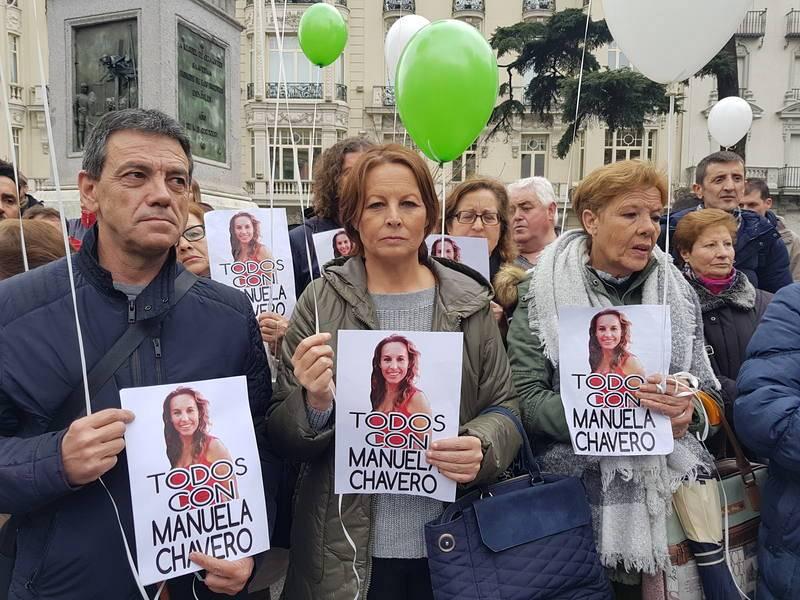 Familiares de Manuela Chavero se concentran frente al Congreso