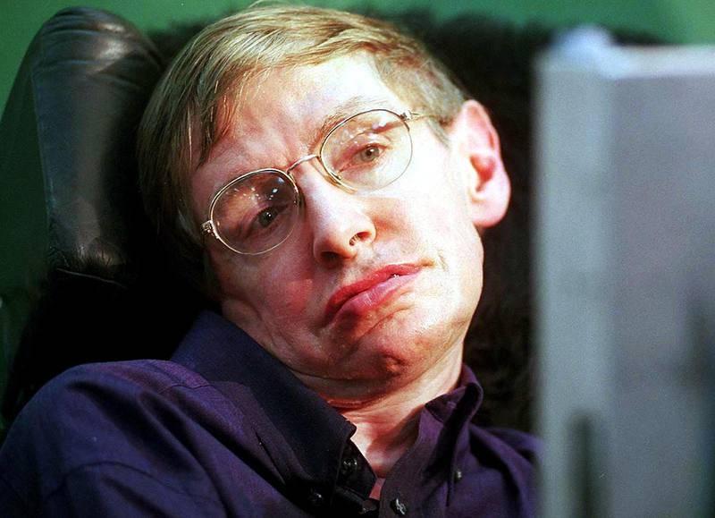 Hawking fue físico teórico, astrofísico, cosmólogo y divulgador. Sufría una dolencia motoneuronal vinculada con la esclerosis lateral amiotrófica (ELA).