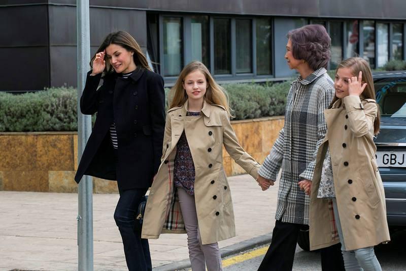 La reina Letizia acompañada por la reina Sofía, la princesa Leonor y la infanta Sofía