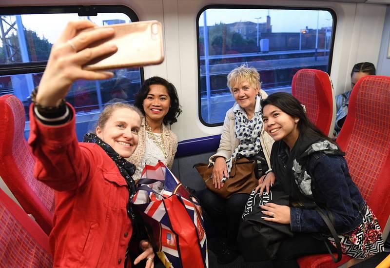 La gente ha llenado los trenes procedentes de Londres con dirección a Windsor