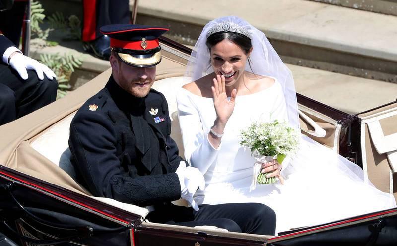 El príncipe Enrique y Meghan Markle abandonan la Capilla de San Jorge tras su enlace