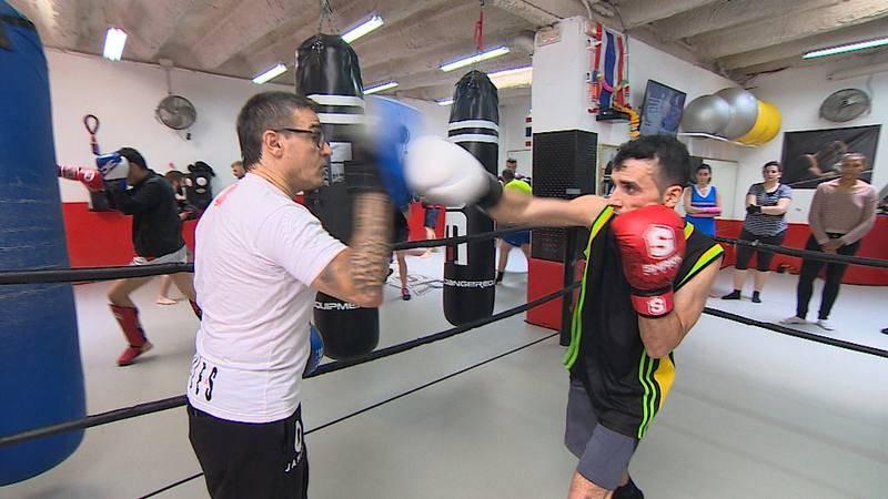 Isaac y el entrenador en el ring