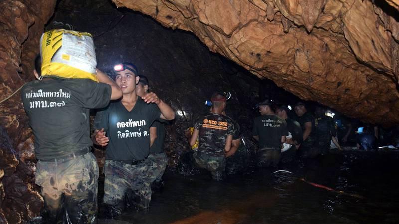 El Ejército de Tailandia trabaja en las labores de búsqueda de los 12 menores