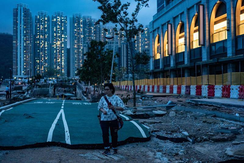 Calle destruida en Hong Kong
