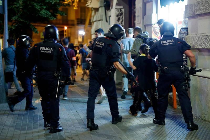 Los Mossos dispersan a los manifestantes en el Parlament