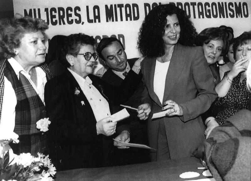 Fotografía de archivo (05/03/1994), de la exministra socialista de Cultura Carmen Alborch, durante los actos conmemorativos del Día Internacional de la Mujer Trabajadora en Valencia