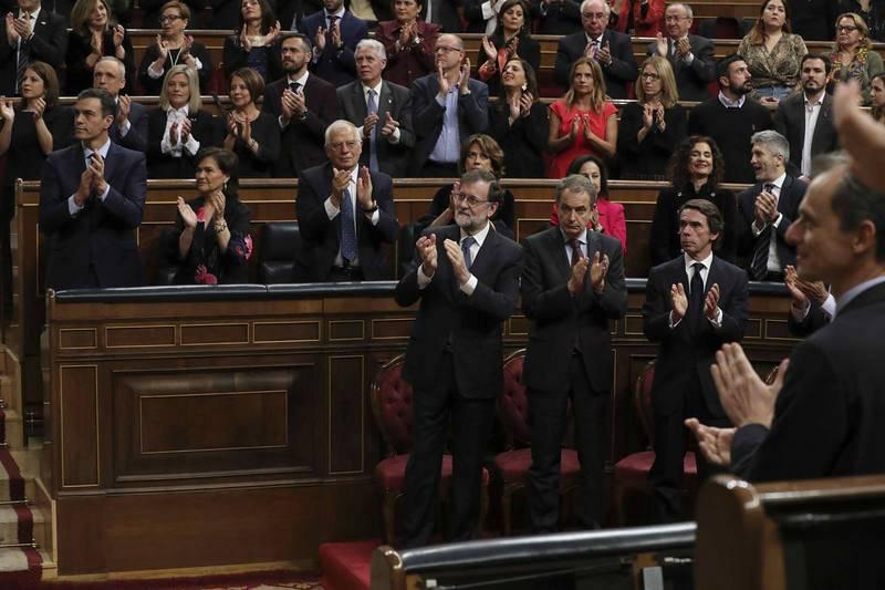 Los expresidentes aplauden el discurso de Felipe VI