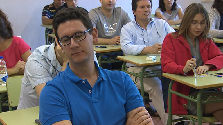 Más de cuatro mil personas aspiran a conseguir una plaza de auxiliar administrativo en Badajoz