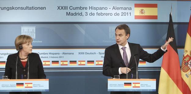 El jefe del Gobierno, José Luis Rodríguez Zapatero, y la canciller alemana, Angela Merkel, durante la rueda de prensa en Moncloa.