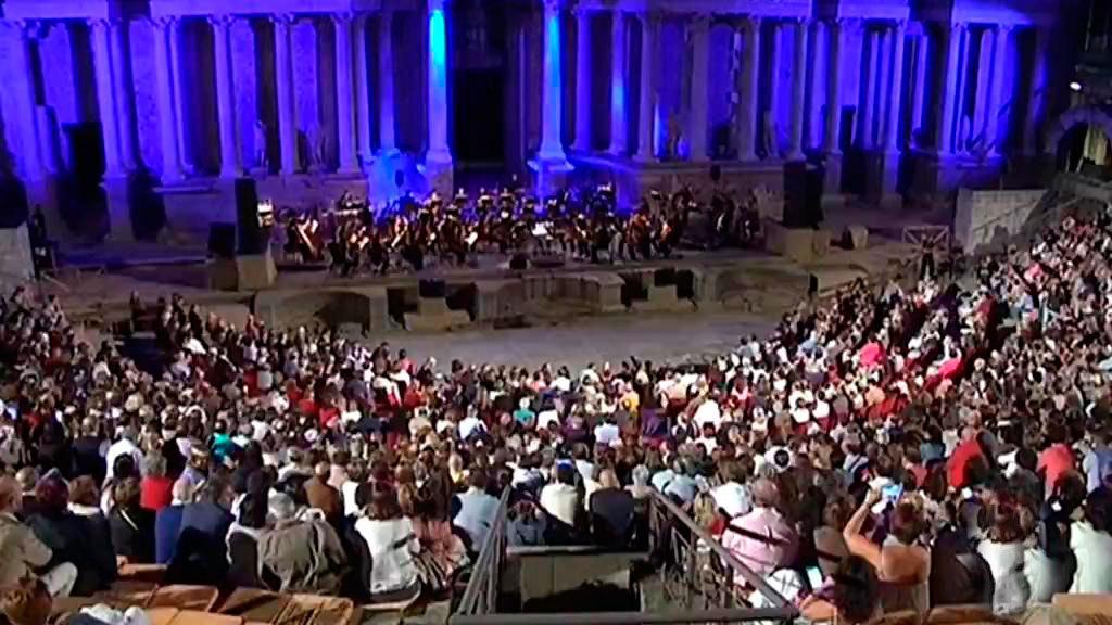 2.500 espectadores disfrutan del concierto de Ainhoa Arteta en el Teatro Romano de Mérida