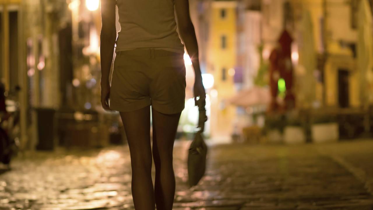 El 80% de las mujeres que ofrecen sexo son víctimas de mafias, según las asociaciones que defienden a las prostitutas.