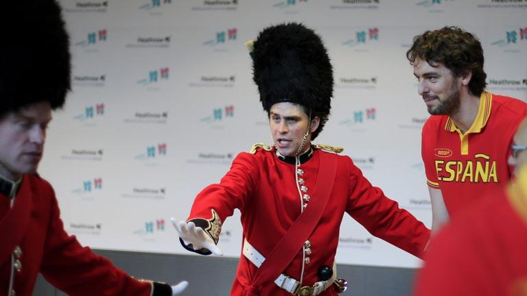 El abanderado español, Pau Gasol. con dificultades para acreditarse en Londres 2012