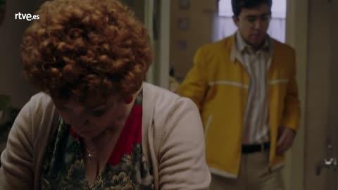 Cuéntame cómo pasó - Abraham se va a vivir con Angie