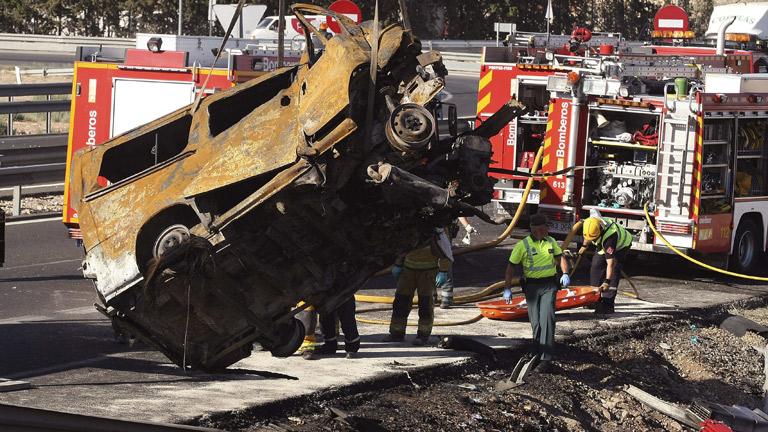 Ocho fallecidos, dos de ellos niños, al colisionar su furgoneta con un camión en Alicante