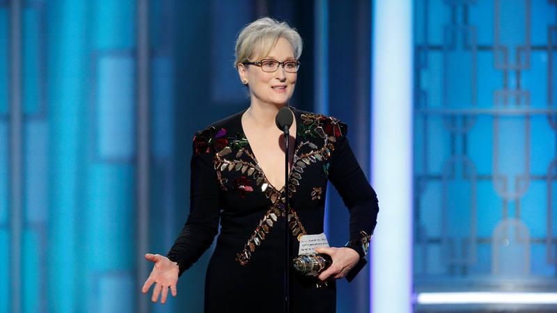 La actriz Meryl Streep agradece el premio Cecil B. DeMille en los Globos de Oro 2017.