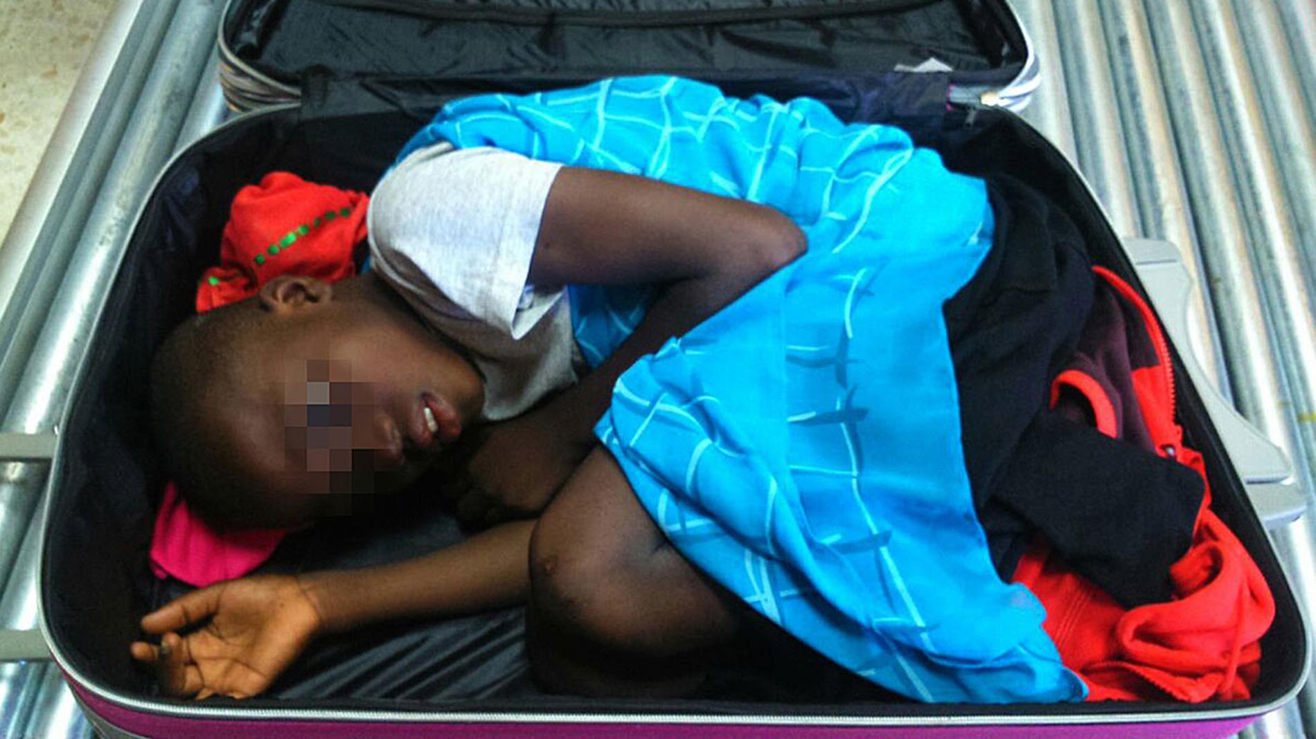 Adou asegura que fue una mujer marroquí quien lo introdujo en una maleta en la frontera entre Ceuta y Marruecos