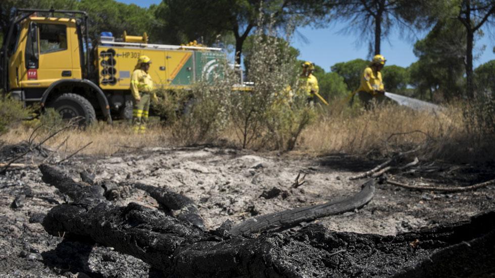 Los afectados por el incendio de Doñana regresan para evaluar los daños en sus casas