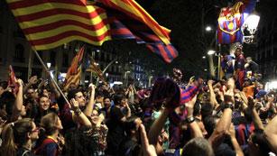 La afición culé celebró el triunfo en Canaletas