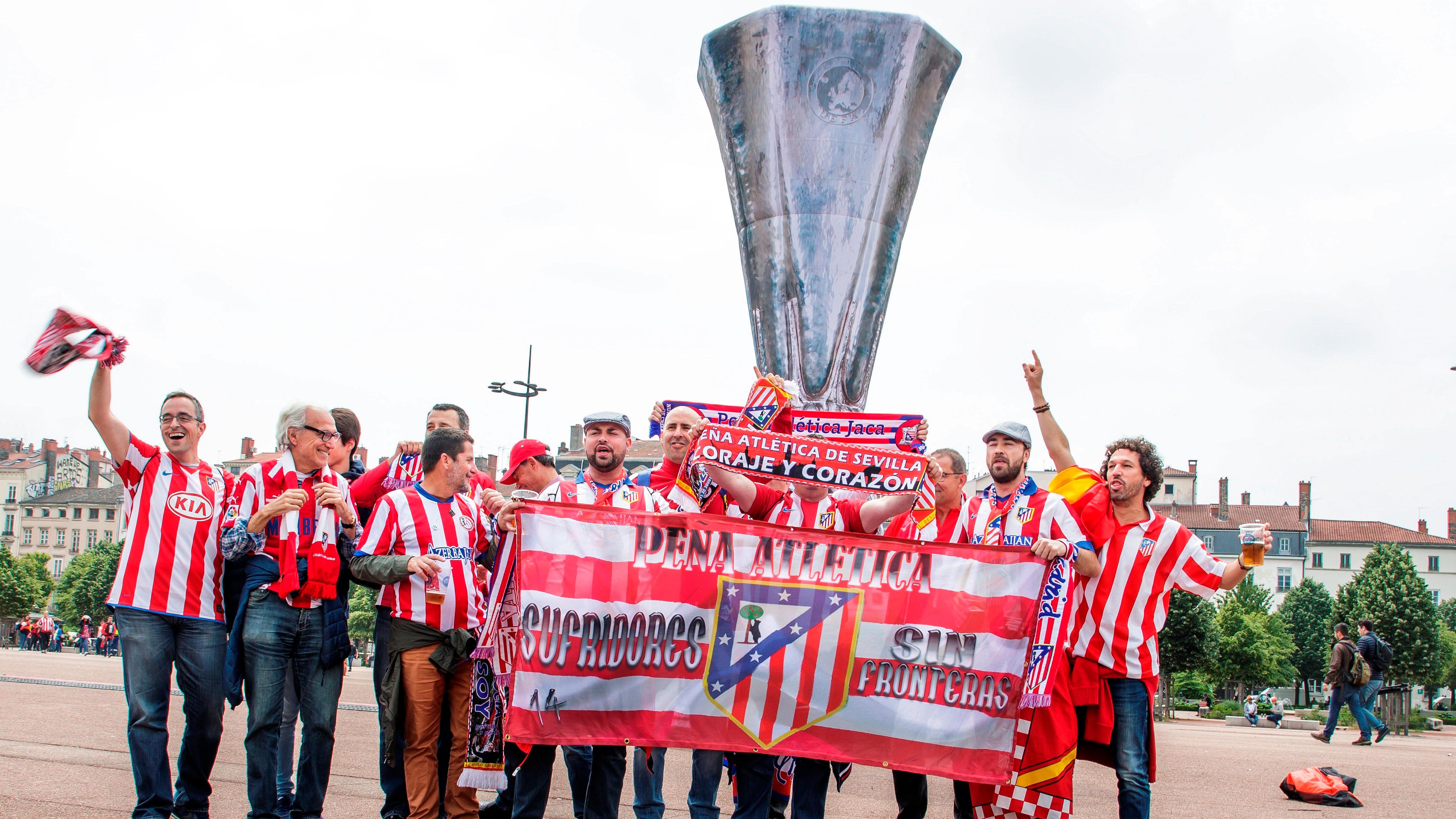 La afición del Atlético, cargada de ilusión