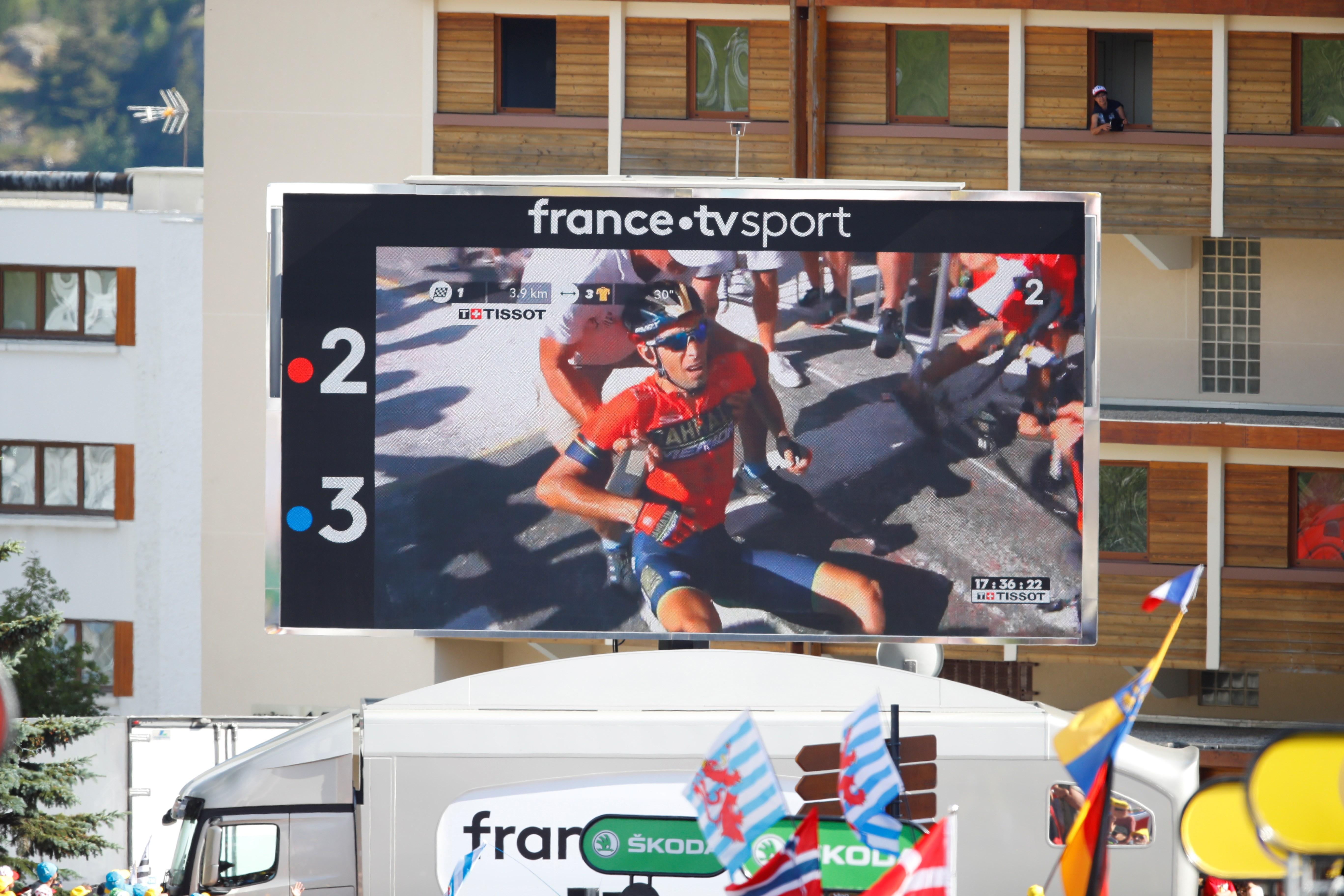 Un aficionado, responsable de la caída y posterior abandono de Nibali del Tour