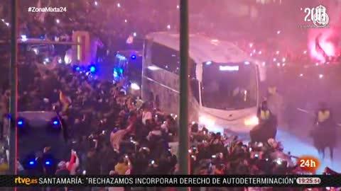Los aficionados madridistas arropan al Madrid antes de enfrentarse al PSG