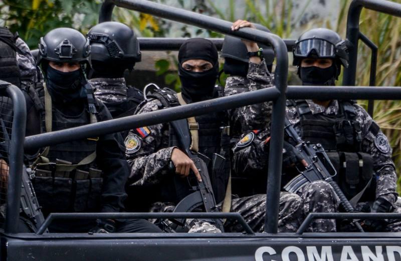 Agentes del Servicio Bolivariano de Inteligencia Nacional (SEBIN) durante el despliegue contra el grupo de Óscar Pérez