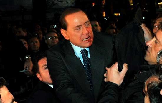 Agresión a Berlusconi tras un mitin