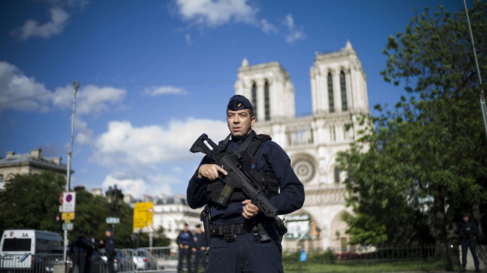 El agresor de Notre Dame actuó solo y había proclamado su pertenencia al Estado Islámico