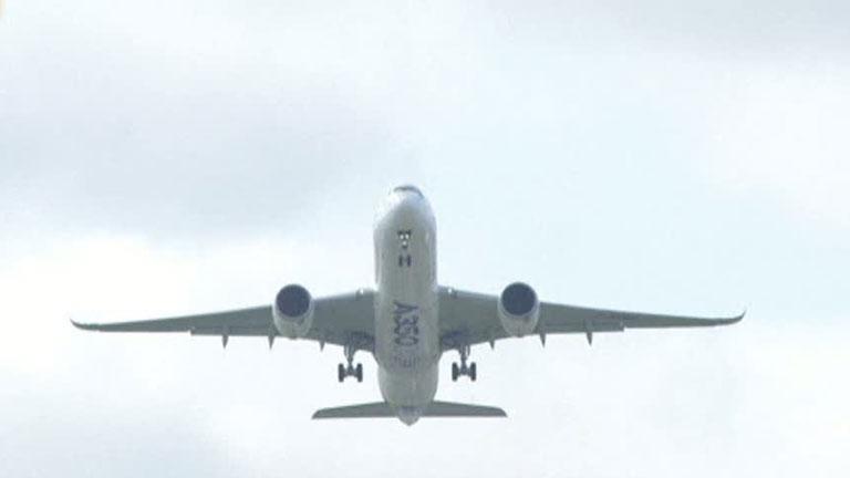 El Airbus A350 lleva a cabo su primer vuelo