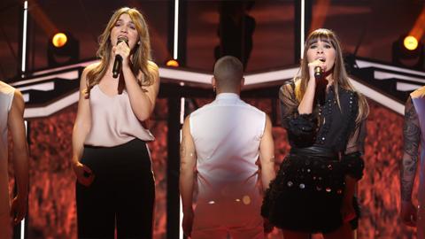 Operación Triunfo  - Aitana y Amaia cantan 'Con las ganas' en la Gala 4 de OT