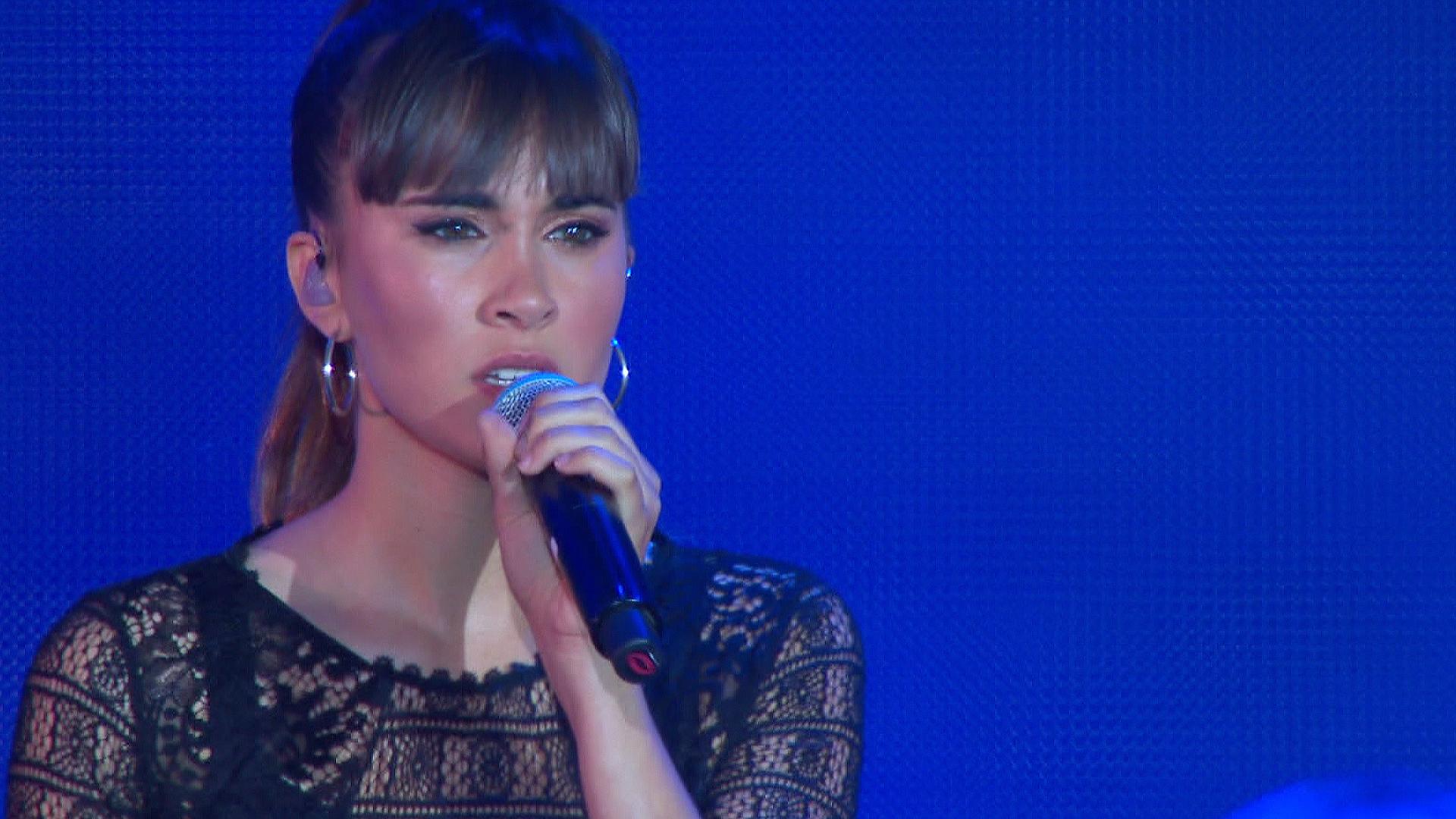 OT Bernabéu - Aitana canta 'Issues'