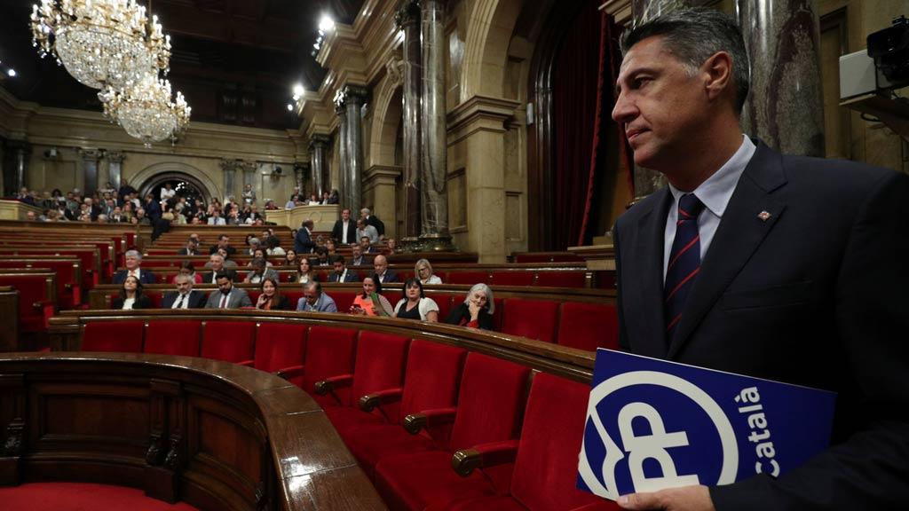 Albiol, increpado e insultado por varias decenas de personas en Sant Cugat