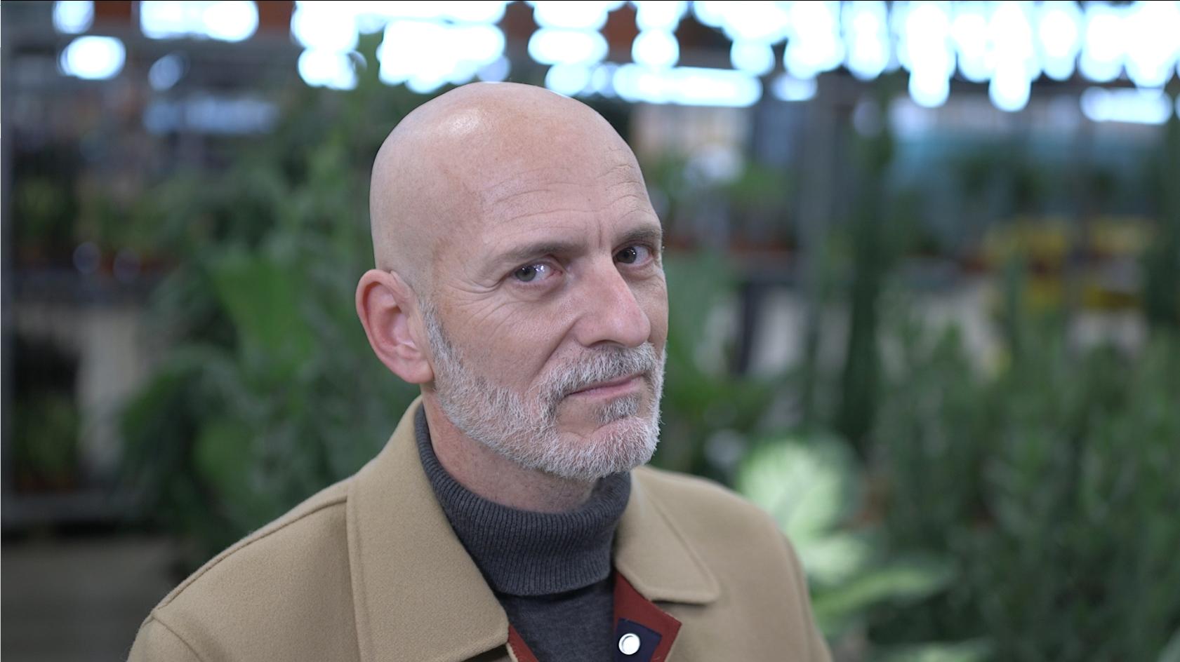 Alejandro Palomas, reciente ganador del Premio Nadal, en Página Dos