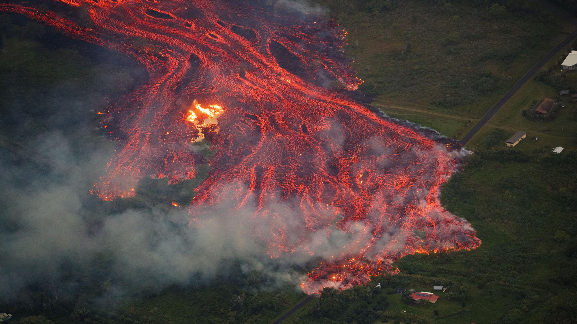 La nube tóxica y la lava del Kilauea mantienen en alerta a Hawái