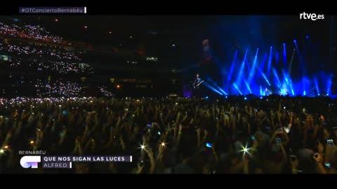 OT Bernabéu - Alfred canta 'Que nos sigan las luces'