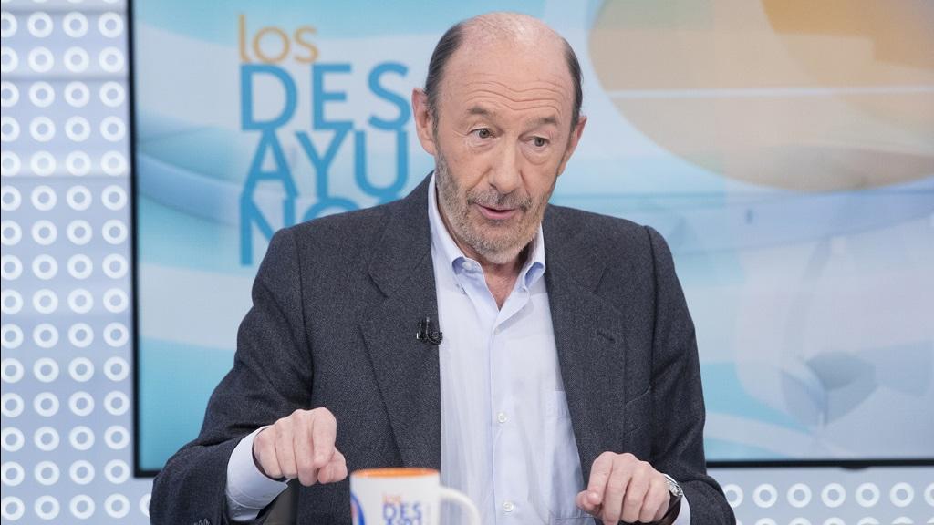 Los desayunos de TVE - Alfredo Pérez Rubalcaba, exsecretario general del PSOE, y Rosa Menéndez, presidenta del CSIC