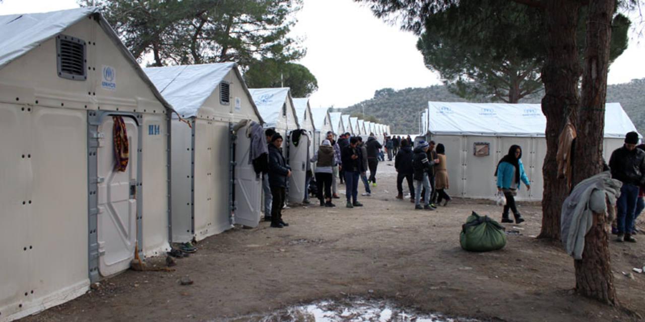 Algunos de los 242 barracones que ha instalado ACNUR en Lesbos (Grecia).