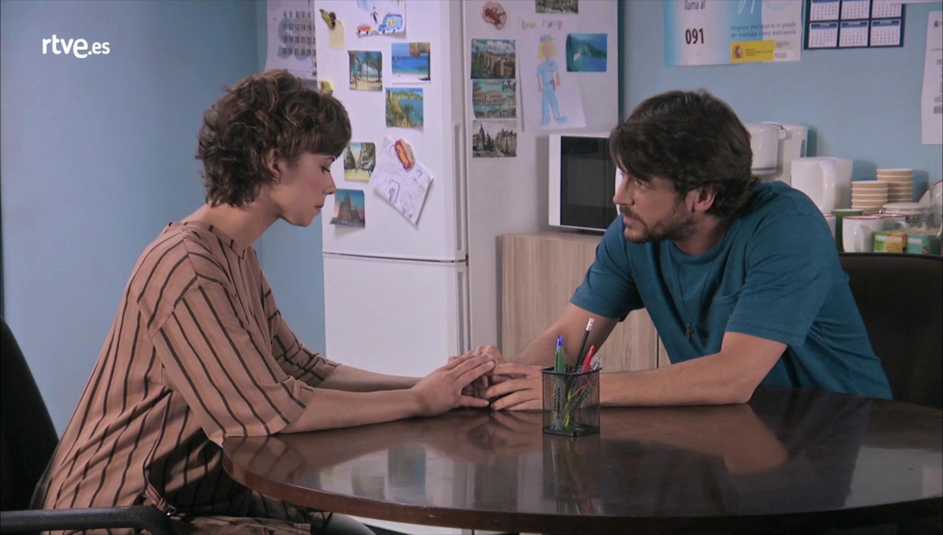 Servir y proteger - Alicia le cuenta a Iker lo sucedido con Julio