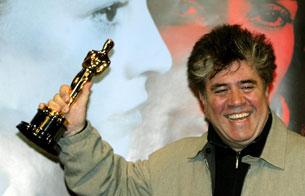 Pedro Almodóvar gana el Oscar al Mejor Guión Original por 'Hable con ella' (2003)