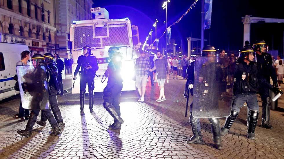 Los altercados entre hinchas de fútbol dejan 35 heridos en Marsella, uno de ellos muy grave